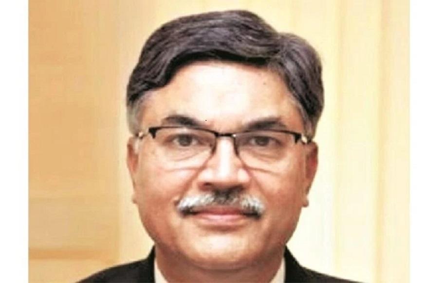 पीएनबी के एमडी सुनील मेहता ने आखिरकार 11,300 करोड़ रुपए के इस घोटाले पर अपनी चुप्पी तोड़ी है. उन्होंने स्वीकार किया है कि पंजाब नेशनल बैंक में हुआ फ्रॉड 11,300 करोड़ रुपए से बड़ा भी हो सकता है. उनके अनुसार, अभी जांच चल रही है और उसके बाद ही सही आंकड़ा सामने आएगा. फ्रॉड के बारे में जनवरी के तीसरे हफ्ते में पता चला था और 29 जनवरी को इसकी सूचना सीबीआई को दे दी गई थी. उन्होंने कहा कि बैंक ने जांच एजेंसियों के सामने सभी तथ्य रखे हैं और दोषी को भारत लाने की हर संभव कोशिश होगी.