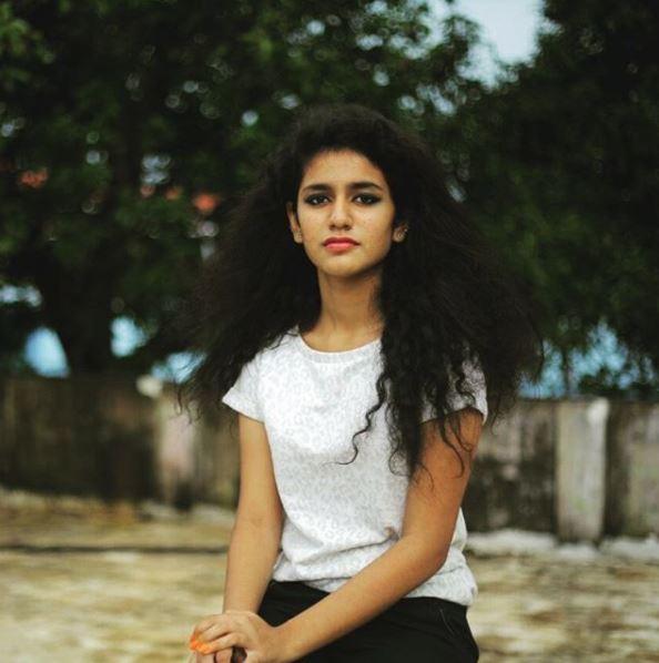 'ओरू अदार लव' से प्रिया फिल्म इंडस्ट्री में अपना डेब्यू करने जा रही हैं. ये फिल्म 3 मार्च 2018 को रिलीज़ होने जा रही है. ये उनकी पहली फिल्म होगी लेकिन इससे पहले वो फैशन की दुनिया में भी कमाल दिखा चुकी हैं.