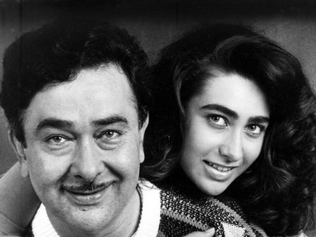 रणधीर की पत्नी ने घर छोड़ दिया, लेकिन वह करिश्मा को फिल्मों में काम करने से रोक नहीं पाए. करिश्मा ने साल 1991 में फिल्म प्रेम कैदी से अपने एक्टिंग करियर की शुरुआत की. लेकिन तब तक उनकी मां यानी बबीता ने ना ही रणधीर से तलाक लिया था और ना ही वापस घर की राह ली थी. करिश्मा के डेब्यू के 9 साल बाद 2000 में करीना ने भी अपने करियर की शुरुआत की. दोनों बेटियों के सेटल होने के बाद साल 2007 में बबीता और रणधीर एक हुए. आपको जानकर हैरानी होगी कि वह 19 साल रणधीर से अलग रहीं.