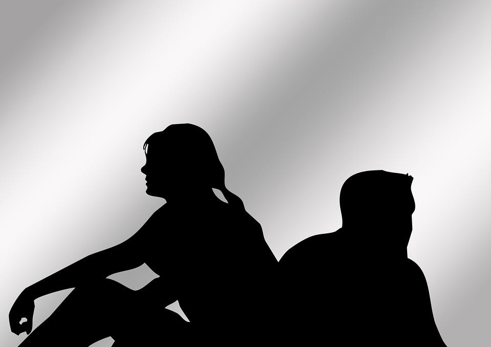 व्यस्त जीवनशैली के कारण आजकल पति-पत्नी के पास एक-दूसरे के लिए समय नहीं होता है, जिससे उनकी सेक्सुअल लाइफ़ प्रभावित होती है. मूड नहीं है या तबीयत ठीक नहीं है जैसे बहानों को रोज़ का नियम न बनाएं. इससे रिश्ते पर असर पड़ सकता है. अंतरंग पलों में पारिवारिक मुद्दों को उठाकर मूड और माहौल को ख़राब न करें. यदि किसी कारण से मूड ख़राब है तो बेडरूम में जाने से पहले अपने मूड को ठीक करने का प्रयास करें.