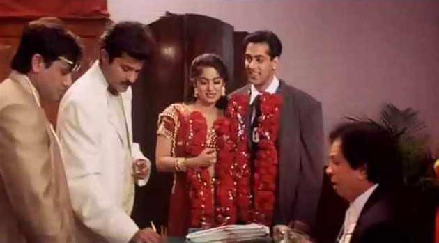 5. दीवाना मस्ताना (1997): इस फिल्म में सलमान खान का एक छोटा सा कैमियो था. यह फिल्म गोविंदा, अनिल कपूर और जूही चावला की थी. फिल्म के आखिरी सीन में सलमान खान खान आते हैं और जूही चावला को इन दोनों लड़कों से छीनकर ले जाते हैं.