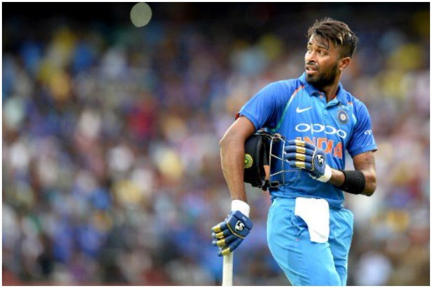 साउथ अफ्रीका के खिलाफ वनडे सीरीज में हार्दिक पांड्या का फ्लॉप शो जारी है. पिछले 4 वनडे मैचों की तरह पोर्ट एलिजाबेथ वनडे में भी हार्दिक पांड्या गोल्डन डक पर आउट हो गए. लुंगी एन्गिडी की गेंद पर वो पहली ही गेंद पर अपना विकेट दे बैठे. हार्दिक पांड्या ना बल्ले से अच्छा प्रदर्शन कर रहे हैं और ना ही गेंद से वो विकेट ले पा रहे हैं ऐसे में उनके प्लेइंग इलेवन में बने रहने पर सवालिया निशान खड़े होने लगे हैं.