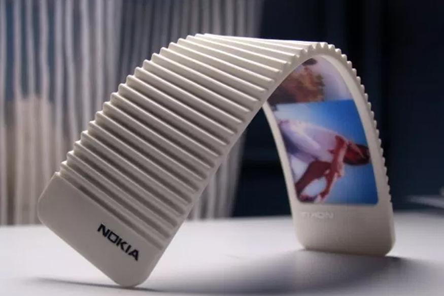 Nokia 888: नोकिया 888 स्मार्टफोन को यूजर्स फोल्ड कर सकते हैं. यह स्मार्टफोन 5एमएम पतला है. इस स्मार्टफोन में ऐसा सिस्टम लगा है कि इसे आप आसानी से मोड़ भी सकते हैं.