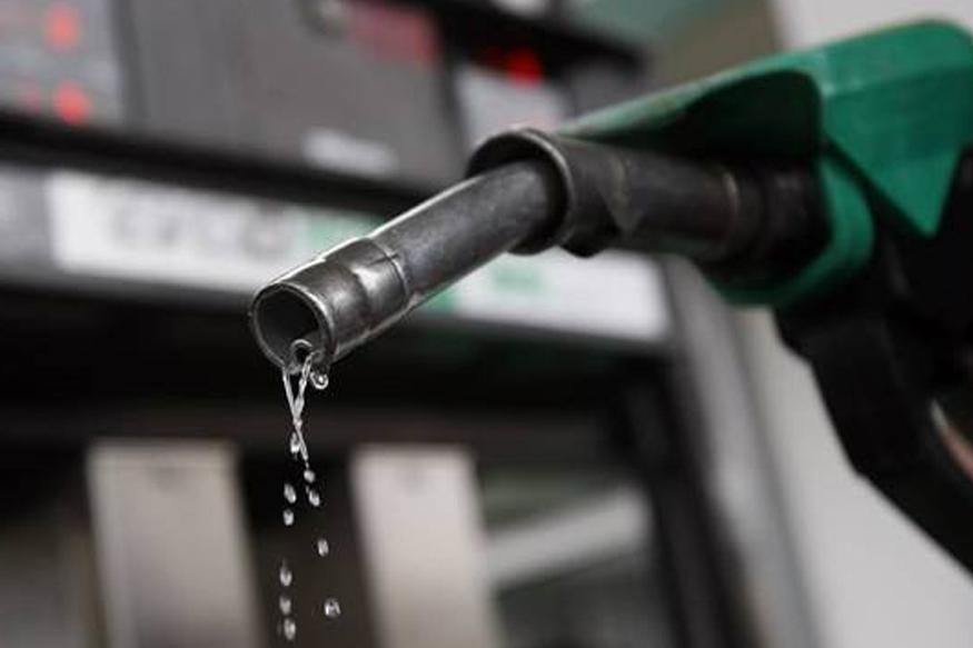 बिजनेस स्टैंडर्ड की एक रिपोर्ट के मुताबिक वेनेजुएला के एक वरिष्ठ अधिकारी ने बताया कि भारत के प्राइवेट सेक्टर से उन्हें अच्छा रिस्पॉन्स मिला है. रिपोर्ट के अनुसार, बातचीत में वेनेजुएला ने पेट्रो के जरिए क्रूड ऑयल खरीदने पर कम से कम 30 फीसदी डिस्काउंट देने का ऑफर दिया.