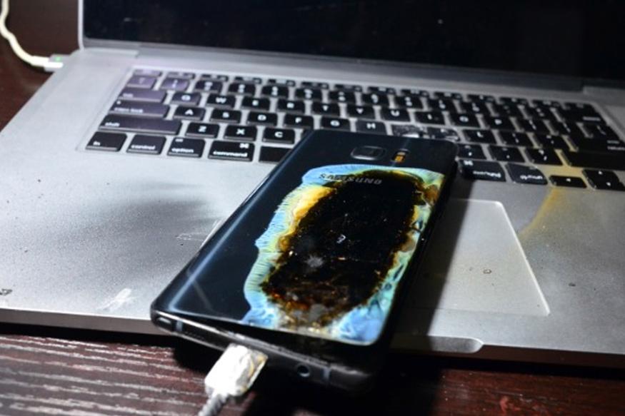 इस पहले सैमसंग गैलेक्सी नोट 7 बैटरी में आयी गड़बड़ी के वजह से फोन में ब्लास्ट केकई मामले सामने आए थे.