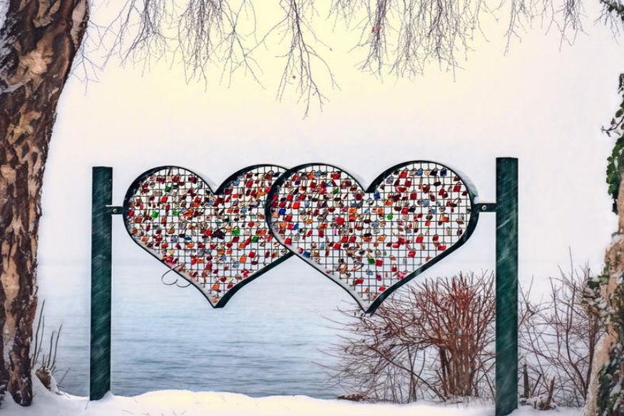 वैसे तो वेलेंटाइन डे प्यार का दिन माना जाता है. लेकिन कई दिल ऐसे भी हैं जो टूटने वाले होंगे या शायद टूट चुके होंगे. हां, जब दिल टूटता है तो काफी निराशा होती है लेकिन इसका मतलब ये नहीं कि हम अपना दिन खराब कर दें और लाइफ में कुछ अच्छा करना भूल जाएं. जिन लोगों का आज के दिन दिल टूट चुका है वो ये तरीके अपनाकर अपना दिन खुशनुमा बना सकते हैं. आइए जानते हैं कैसे.