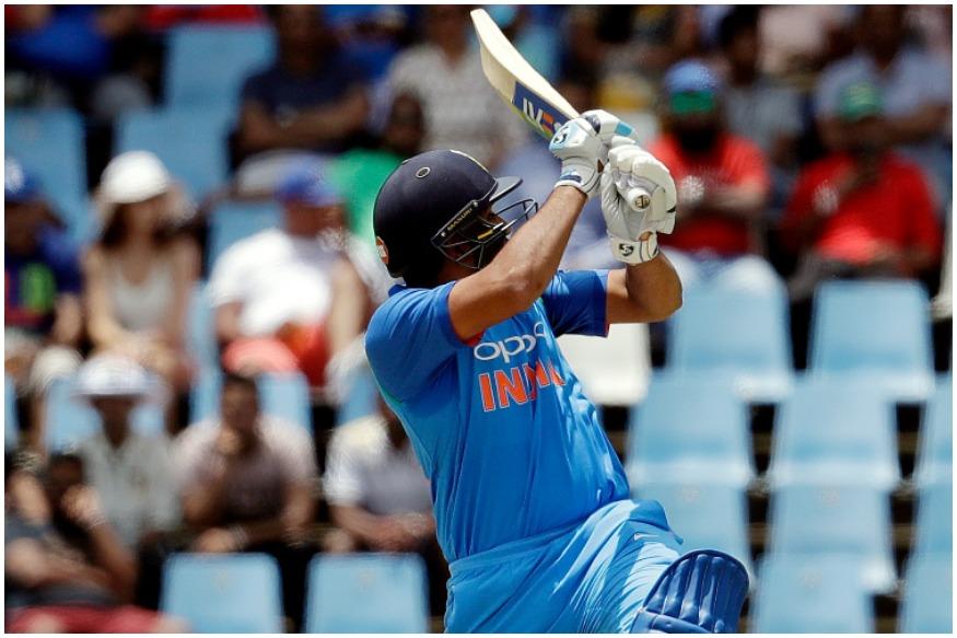 शिखर धवन साउथ अफ्रीका के खिलाफ 5 मैचों में 76.25 के औसत से 305 रन बना चुके हैं. उनके नाम 1 शतक और 2 अर्धशतक हैं. रोहित शर्मा ने 5 मैचों में 31 की औसत से 155 रन बनाए हैं. 5वें वनडे में उनके शतक की वजह से ही टीम इंडिया ने जीत हासिल कर पहली बार साउथ अफ्रीका की सरजमीं पर सीरीज जीतने का कारनामा किया.