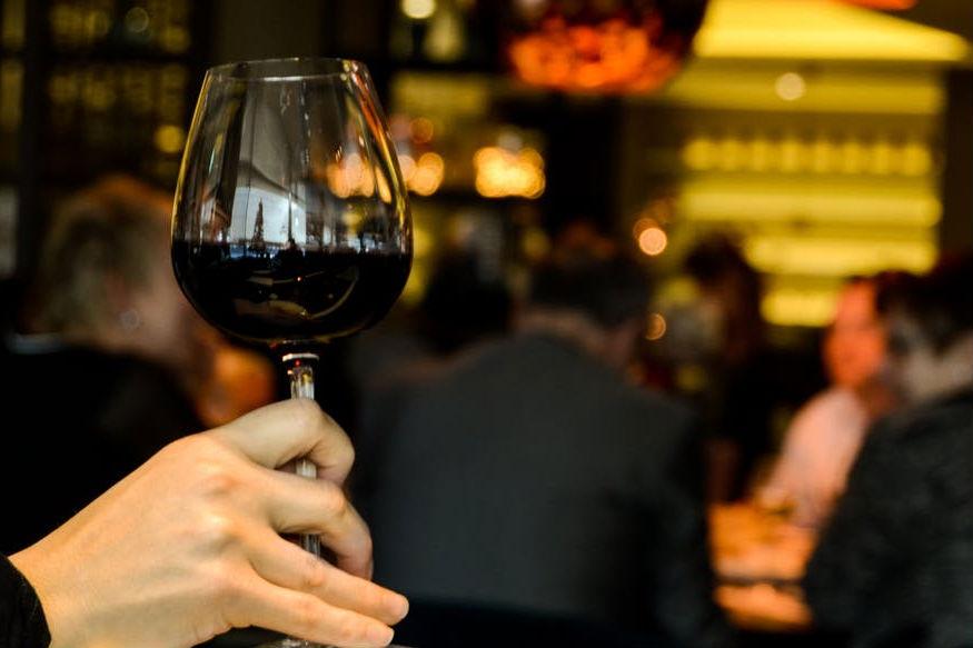 बेली फैट कम करना चाहते हैं तो लहसुन और रेड वाइन कॉम्बिनेशन ट्राई करें