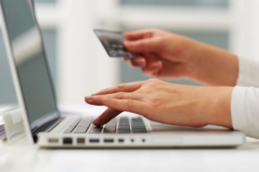 फ्लिपकार्ट की इस सेल में अगर आप SBI क्रेडिट कार्ड से पमेंट करते हैं तो 5% का इंस्टेंट डिस्काउंट दिया जाएगा. साथ ही कई कंपनियों के फोन पर छूट, ऐक्सचेंज ऑफर्स और कार्ड बेनिफिट्स मिल रहे हैं.