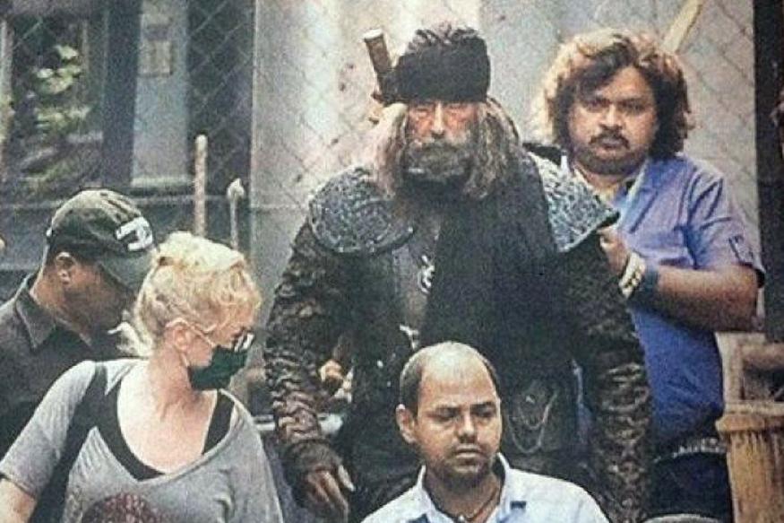 जया ने बताया कि अमिताभ बच्चन को 'ठग्स ऑफ हिंदुस्तान' में अपने लुक के लिए भारी-भरकम कॉस्ट्यूम पहनना पड़ा रहा है. इस वजह से उनकी पीठ और गर्दन में काफी तकलीफ हो रही है.