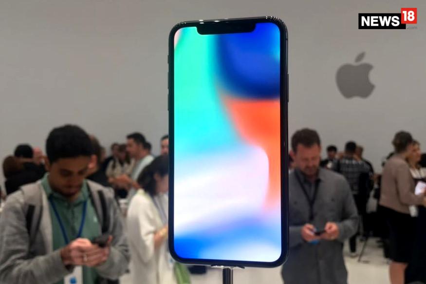आईफोन एक्स में 12 मेगापिक्सल का कैमरा है.जिसका अपर्चर f/1.8 है और दूसरे का f/2.4 है. इसमें 7 मेगापिक्सल का फ्रंट कैमरा दिया गया है. iPhone X में फेस रिकग्निशन अनलॉक सिस्टम है यानी यह चेहरा पहचान कर आपका फोन अनलॉक कर देगा. इसके टॉप पर इन्फ्रारेड कैमरा है जो अंधेरे में भी यूजर का फेस डिटेक्ट कर सकता है.