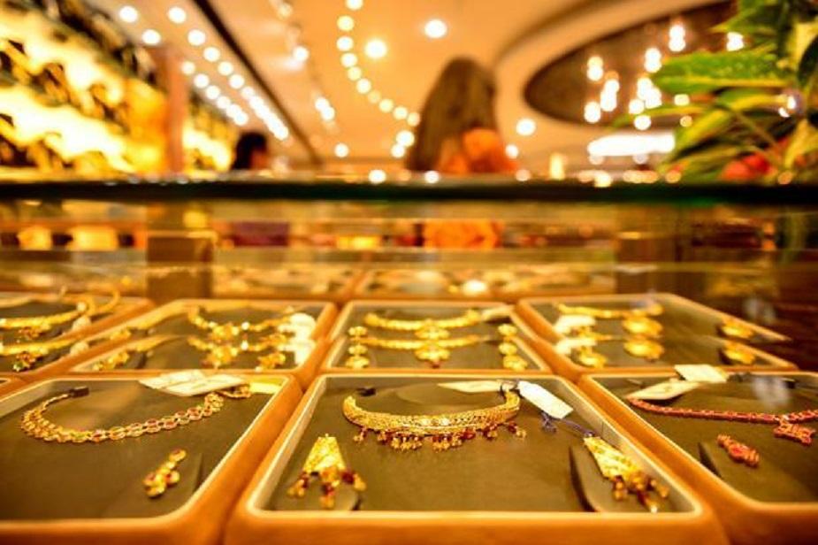पसीने के संपर्क में आने पर अगर सोना सिक्के की तरह दुर्गंध दे तो इसका मतलब है कि उसमें मिलावट है. असली सोना गंध नहीं देता.