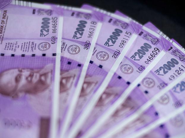 मध्यप्रदेश के नीमच निवासी सामाजिक कार्यकर्ता चंद्रशेखर गौड़ ने बताया कि उनकी आरटीआई अर्जी पर एसबीआई के एक वरिष्ठ अधिकारी ने उन्हें 28 फरवरी को भेजे लेटर में यह जानकारी दी. इस लेटर में बताया गया कि न्यूनतम जमा राशि उपलब्ध नहीं होने पर दंड शुल्क लगाने के प्रावधान के कारण स्टेट बैंक ऑफ इंडिया द्वारा वित्तीय वर्ष 2017-18 में 31 जनवरी तक बंद किए गए बचत खातों की संख्या लगभग 41.16 लाख है.