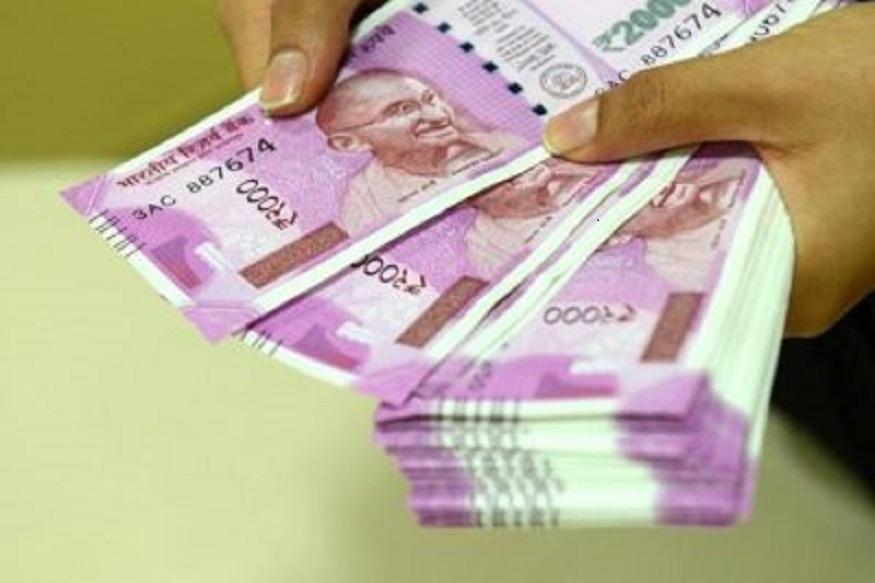 अगर आपके पास मौजूद नोट मटमैला हो गया है या फिर फट गया है, लेकिन उस पर सभी जरूरी जानकारियां नजर आ रही हैं तो बैंक ऐसे नोट बदलने से इनकार नहीं कर सकते.