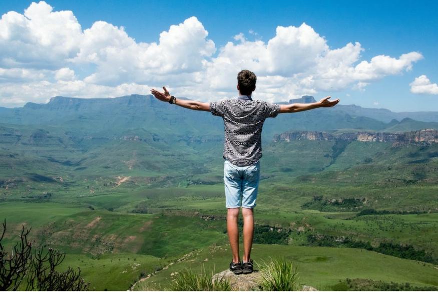 इस राशि के लोग करियर में ऊंचाइयों को छूते हैं. मैनेजमेंट और लीडरशिप उनके जन्मजात लक्षण है. अपनी मेहनत और लगन के दम पर वो मनचाहा लक्ष्य पाने की काबिलियत रखते हैं. आइए आपको बताते हैं कि कौन होते हैं इस राशि के लोग और किस तरह से करियर में छू सकते हैं बुलंदियों को.