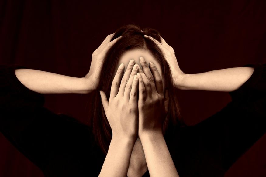 स्त्री का करें सम्मान<br />शास्त्रों में स्त्री को लक्ष्मी का दर्जा दिया गया है. घर की बरकत के लिए सबसे पहले तो स्त्री का सम्मान करना सीखें. जिस घर में स्त्री को मान-सम्मान नहीं मिलता वहां लक्ष्मी कभी वास नहीं करती.