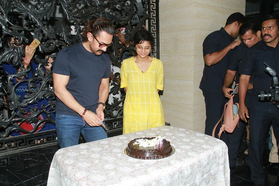 आमिर ने किरण राव की सलाह पर ही इंस्टा अकाउंट की शुरुआत की और वो आज इस पर लाइव भी हुए हैं