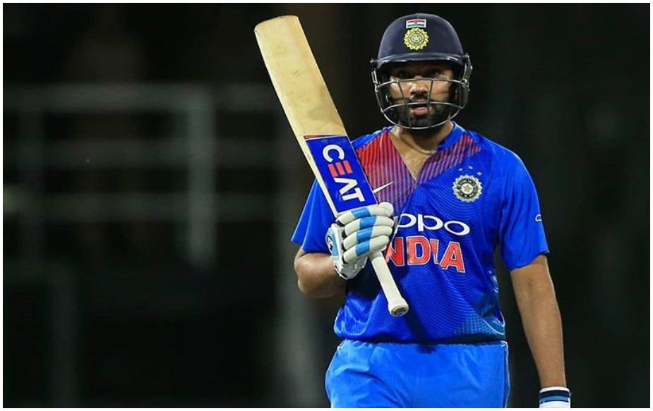 भले ही रोहित शर्मा के फ्लॉप होने पर उन्हें सोशल मीडिया पर खूब ट्रोल किया जाता है लेकिन अकसर वो अपने बल्ले से रन बरसा कर आलोचकों को शांत भी करा देते हैं. कुछ ऐसा ही उन्होंने बांग्लादेश के खिलाफ मुकाबले में किया. इस मैच से पहले रोहित शर्मा 7 मैचों में फ्लॉप रहे थे लेकिन कोलंबो में खेले गए ट्राई सीरीज के फाइनल मैच में रोहित शर्मा ने 89 रन बनाकर ना सिर्फ टीम इंडिया को 17 रन से जीत दिलाई, इसके साथ उन्होंने कई रिकॉर्ड तोड़ डाले.