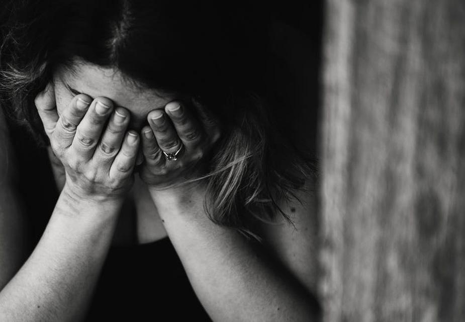 रिसर्च में पाया गया है कि दो लोगों के बीच पूरी सहमति से सेक्स होने और पूर्ण रूप से ऑर्गेज्म की अनुभूति होने के बावजूद भी कई लोग सेक्स के बाद दुखी हो जाते हैं. इसका मतलब ये नहीं है कि आप पार्टनर से खुश नहीं हैं और उससे ब्रेकअप कर लें.