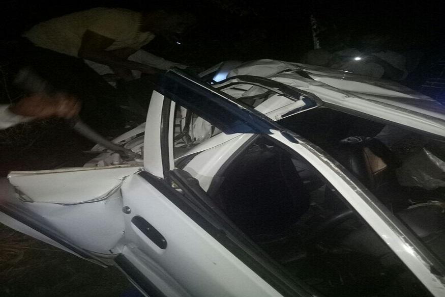 कार में सवार लोग शादी समारोह से लौट रहे थे. ये हादसा जींद के लुदाना गांव के पास हुआ. हादसे का कारण तेज रफ्तार बताया जा रहा है. गाड़ी को ओवरटेक करते समय ये हादसा हुआ.