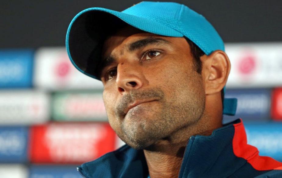 भारतीय टीम के तेज़ गेंदबाज़ मोहम्मद शमी मुश्किलें लगातार बढ़ती ही जा रही हैं. बीसीसीआई ने पहले ही शमी का सालाना अनुबंध होल्ड पर कर दिया था.