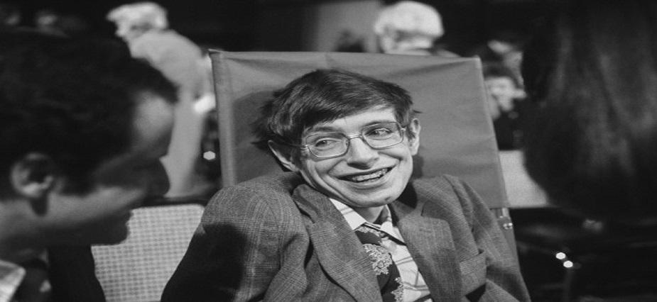 <br />1970<br />क्वांटम थ्योरी और सामान्य सापेक्षता का उपयोग करके दिखाया कि ब्लैक होल रेडिएशन छोड़ते है.