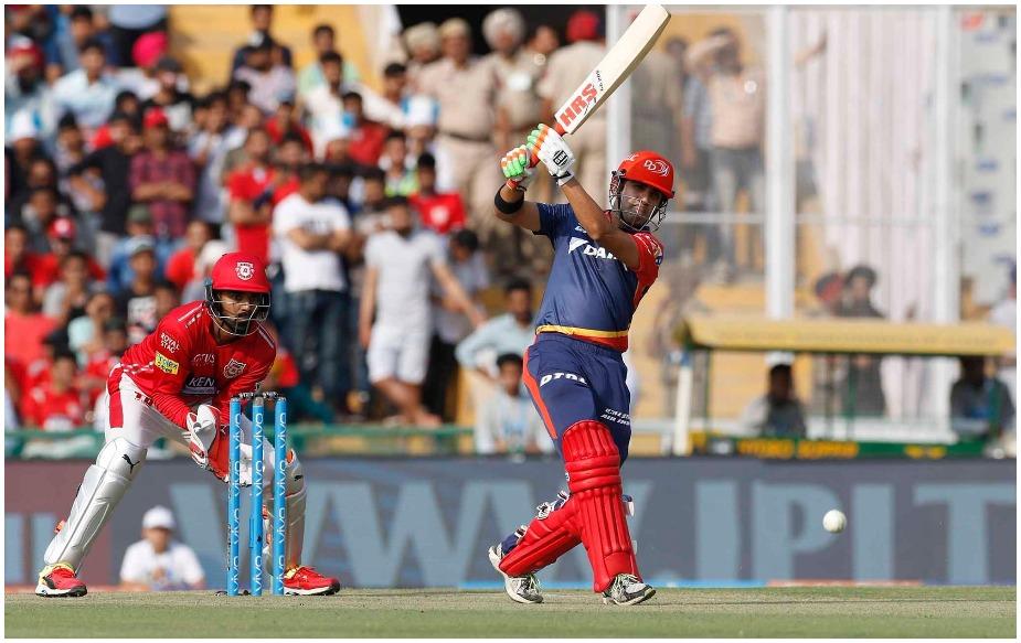 अगर दिल्ली के कप्तान गौतम गंभीर पंजाब के खिलाफ 50 रन बनाने में सफल होते हैं तो वो आईपीएल में सबसे अधिक अर्धशतक बनाने वाले बल्लेबाज़ बन जाएंगे. इस वक्त डेविड वॉर्नर और गंभीर के नाम 36-36 अर्धशतक दर्ज हैं. वॉर्नर ने ये मुकाम 114 मैचों और गंभीर ने 153 मैचों में हासिल किया है.