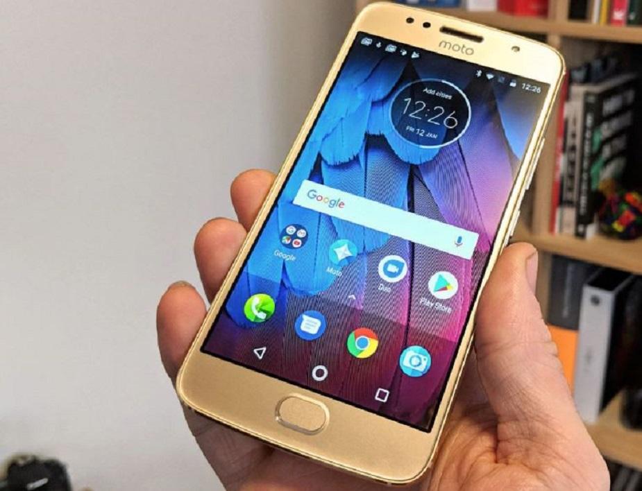 अमेजन इंडिया में इस स्मार्टफोन पर 5,000 रुपये की छूट मिल रही है. यह स्मार्टफोन अमेजन में 14,999 रुपये पर लिस्टेड है और छूट के साथ यह 9,999 रुपये में मिल रहा है.