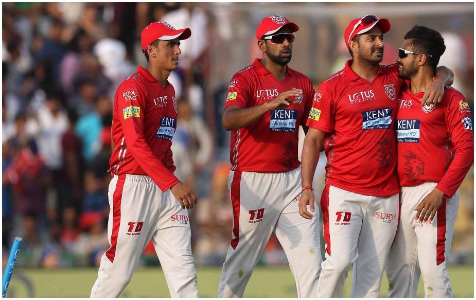 मोहित शर्मा का आईपीएल सफर चेन्नई सुपर किंग्स से शुरू हुआ था और कप्तान धोनी ने उनका सही इस्तेमाल किया. इस बार यह तेज़ गेंदबाज़ पंजाब के साथ है और आर अश्विन के लिए सबसे अहम खिलाड़ी बना हुआ है.