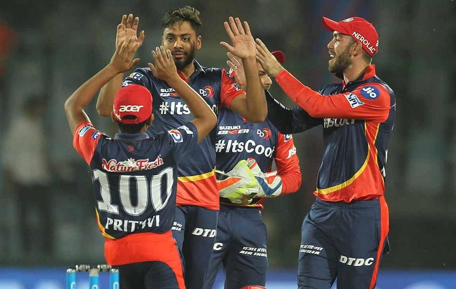 अंडर 19 वर्ल्ड कप में टीम इंडिया का हिस्सा रहे आवेश ने पिता से प्रभावित होकर क्रिकेट को अपना शौक बना लिया था. दिल्ली डेयरडेविल्स ने उन्हें बेस प्राइज 20 लाख से ऊंची कीमत पर 70 लाख में अपनी टीम के लिए खरीदा था.