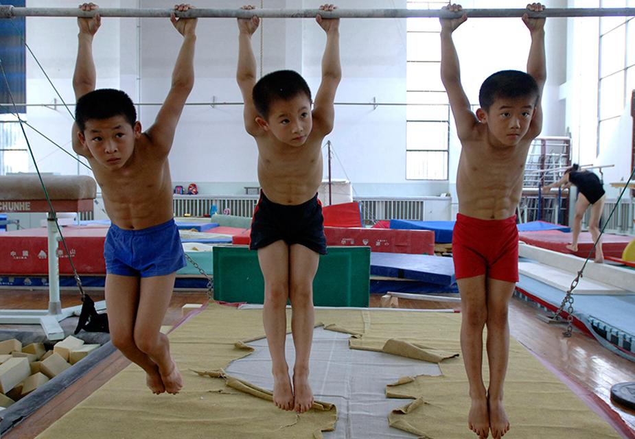 ऐसी ट्रेनिंग के लिए उन बच्चों का सिलेक्शन किया जाता है जो हमउम्र बच्चों से ज्यादा स्ट्रॉन्ग होते हैं.(image credit: Reuters)