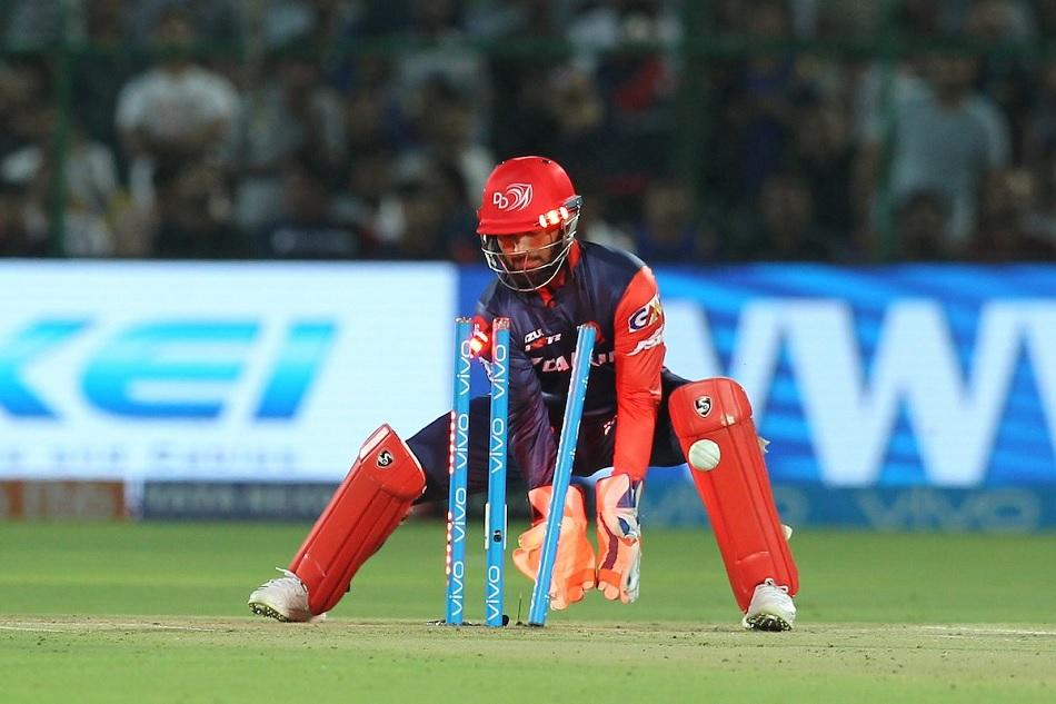 आईपीएल में 10 मैचों के बाद जीत का फॉर्मूला अब बदल गया है. पहले सप्ताह में कप्तान जिस टोटके को अपनाकर जीत हासिल कर रहे थे, अब विराट कोहली के साथ वह हार का फॉर्मूला बन गया है. धोनी के लिए भी यह फॉर्मूला फ्लॉप साबित हुआ है.