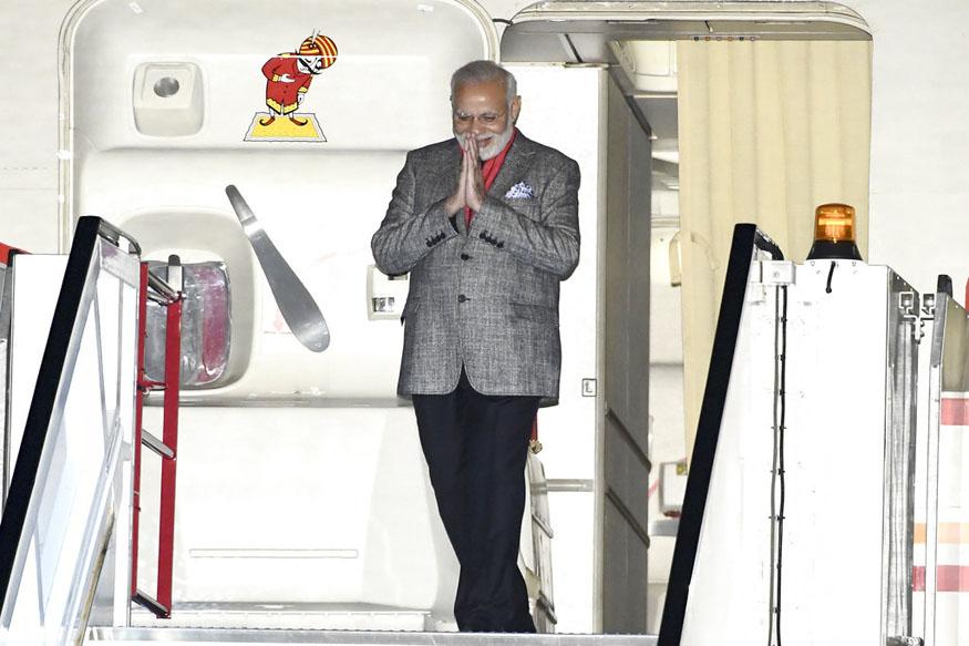 पांच दिनों की विदेश यात्रा के पहले पड़ाव में प्रधानमंत्री नरेंद्र मोदी सोमवार देर रात स्वीडन पहुंचे. (image credit: AP)