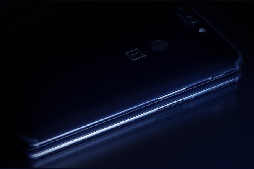 वनप्लस ने अपनेआने वाले फ्लैगशिप स्मार्टफोन OnePlus 6 का एक विडियो टीज़र रिलीज़ किया है. इस विडियो टीज़र से कंपनी ने ये पुष्टि कर दी है कि इस फोन को एक्सक्लूसिव तौर पर Amazon India से खरीदा जा सकेगा. बता दें कि ये टीज़र कंपनी ने किसी सोशल मीडिया पर नहीं बल्कि मूवी थियटर में पेश किया है.