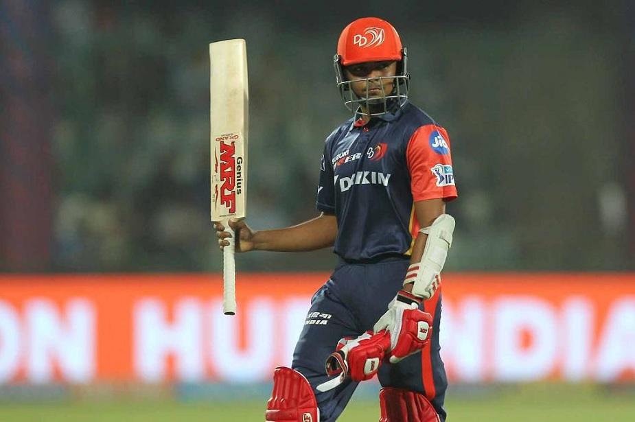 दिल्ली डेयरडेविल्स टीम की कप्तानी छोड़ने और प्लेइंग इलेवन से गौतम गंभीर के बाहर होते ही अंडर 19 टीम के कप्तान पृथ्वी शॉ ने तेवर दिखाए है. Photos (IPLT20)
