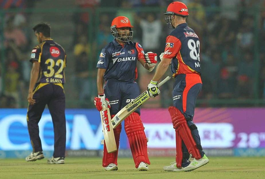 पृथ्वी शॉ 18 साल 169 दिन की उम्र में अर्धशतक जमाकर आईपीएल के इतिहास में यह करिश्मा करने वाले दूसरे सबसे युवा बल्लेबाज बन गए हैं.