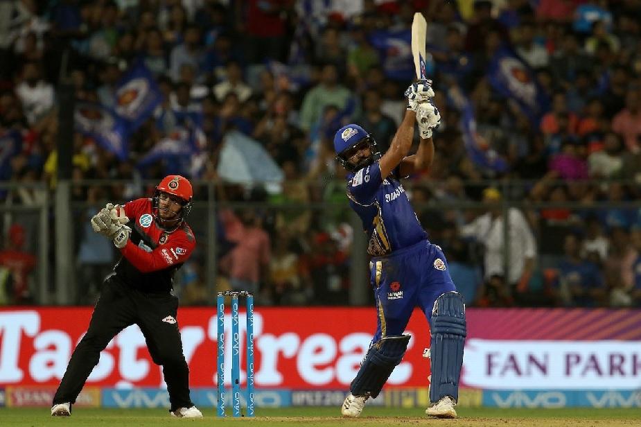 रोहित ने शुरुआत से ही तेजी से रन बनाना शुरू किए और अपनी पारी में 10 चौके और 5 छक्के जमाए.