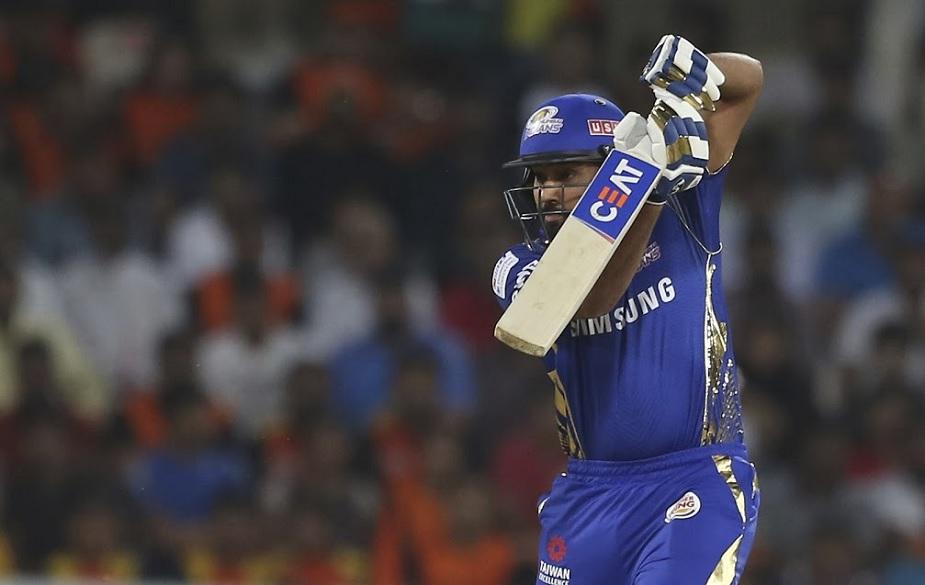 आईपीएल में खराब फॉर्म से जुझ रहे रोहित शर्मा ने आईपीएल ने रॉयल चैलेंजर्स बैंगलोर के खिलाफ 94 रनों की धमाकेदार पारी खेली है. इस मुकाबले को देखने के लिए रोहित की पत्नी रितिका भी वानखेड़े स्टेडियम पर पहुंची थीं.
