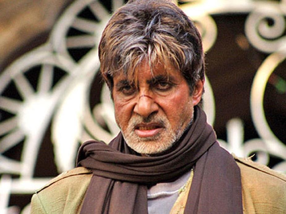 राम गोपाल वर्मा की आग (2007)-ये फिल्म ब्लॉकबस्टर फिल्म शोले का रीमेक थी. फिल्म की स्टारकास्ट में अमिताभ बच्चन, अजय देवगन, सुष्मिता सेन जैसे कई बड़े सितारों का नाम शामिल था. लेकिन राम गोपाल वर्मा की आग को बॉलीवुड की बिगेस्ट फ्लॉप फिल्म माना जाता है.