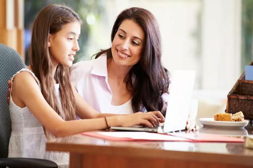 दूसरों के बच्चों से तुलना करने से बचें. पैरेंट्स में अमूनन ऐसी हैबिट पाई जाती है कि वे शुरू से ही अपने बच्चों को पड़ोसी के बच्चे से कंपेयर करते रहते हैं. इससे बचें क्योंकि हर बच्चा दूसरे से अलग होता है. आपके बच्चे में भी कुछ स्पेशल गुण हैं जिन्हें पहचानकर बस निखारने की जरूरत है.