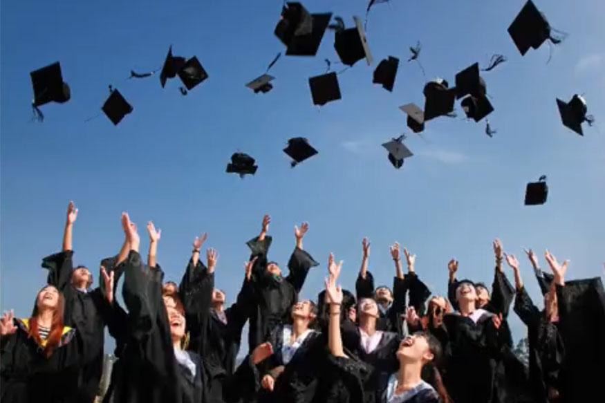 12वीं के नतीजे आने के बाद स्टूडेंट्स आगे की पढ़ाई के लिए यूनिवर्सिटी या कॉलेज में दाखिला लेते हैं. कई संस्थान स्कॉलरशिप के माध्यम से मेधावी स्टूडेंट्स को आगे की पढ़ाई के लिए प्रोत्साहित करते हैं. स्कॉलरशिप दो तरह के होते हैं. एक स्कॉलरशिप आपको बोर्ड में अच्छी मेरिट लाने के बारे मिल सकता है. जबकि दूसरी आपकी कमजोर आर्थिक स्थिति की वजह से मिलता है. आज हम आपको कुछ ऐसे ही स्कॉलरशिप के बारे में बताएंगे जो बारहवीं के बाद पढ़ाई में आपकी मदद कर सकता है.