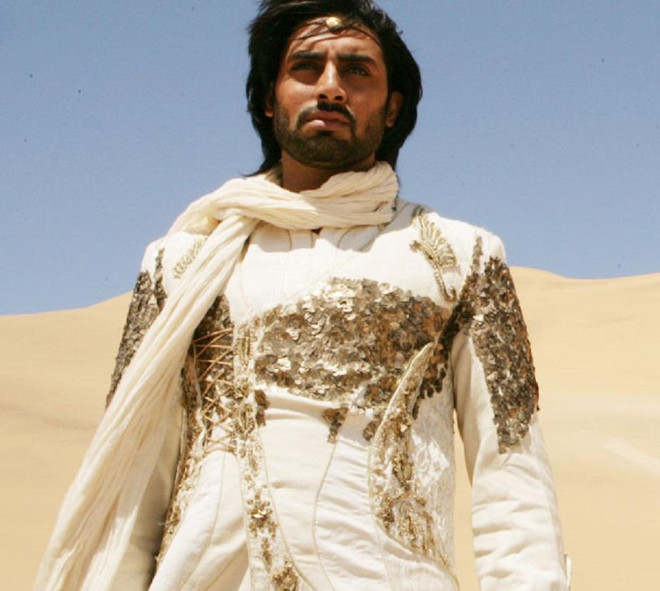 द्रोणा (2009)-अभिषेक बच्चन की इस फिल्म में वह सुपर हीरो के किरदार में थे. फिल्म में प्रियंका चोपड़ा और केके मेनन जैसे कलाकार भी थे फिल्म का बजट 60 करोड़ रुपए था लेकिन फिल्म अपने प्रोडक्शन कॉस्ट का आधा भी नहीं निकाल पाई.