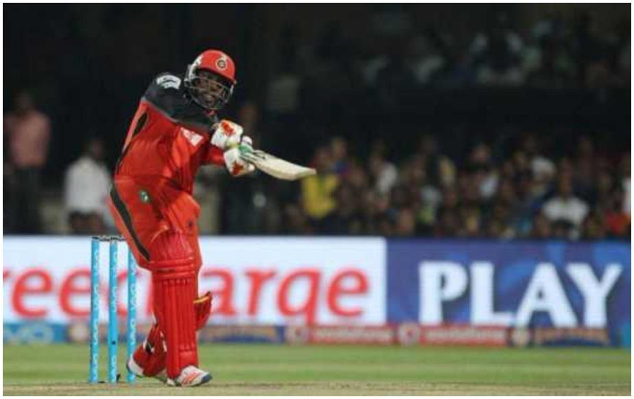 पांचवां नाम वेस्टंडीज के विस्फोटक बल्लेबाज़ क्रिस गेल का ही है. उन्होंने 6 मई 2015 को किंग्स इलेवन पंजाब के खिलाफ 117 रन की पारी खेली थी, जिसमें उन्होंने 12 बार गेंद को सिक्सर के लिए सीमा रेखा के बाहर भेजा था. 