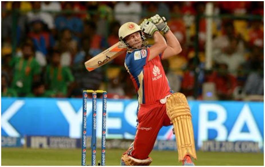 आश्चर्यजनक रूप से एक पारी में सर्वाधिक सिक्सर जमाने वाला बल्लेबाज़ भी विदेशी है. एबी डिविलियर्स ने 14 मई 2016 को गुजरात लॉयन्स के खिलाफ 129 रन की पारी में 12 बार सिक्सर जड़े थे.