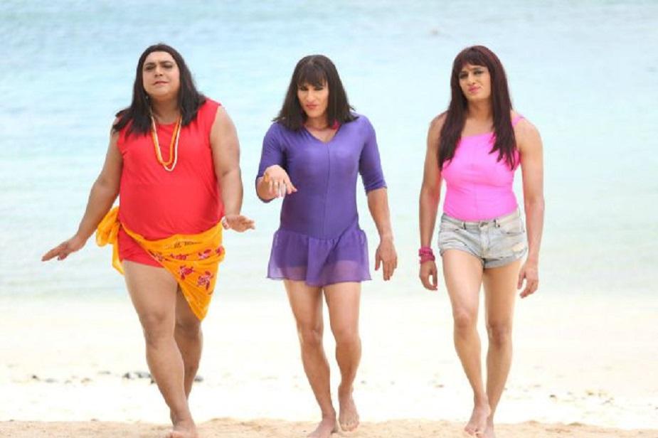 हमशकल्स (2014)-इस फिल्म के डायरेक्टर साजिद खान थे. फिल्म में सैफ अली खान, रितेश देशमुख, राम कपूर, बिपाशा बसु, तमन्ना भाटिया और इशा गुप्ता ने मुख्य भूमिका निभाई थी. फिल्म का बजट 75 करोड़ था और कमाई 63 करोड़ तक हुई थी.