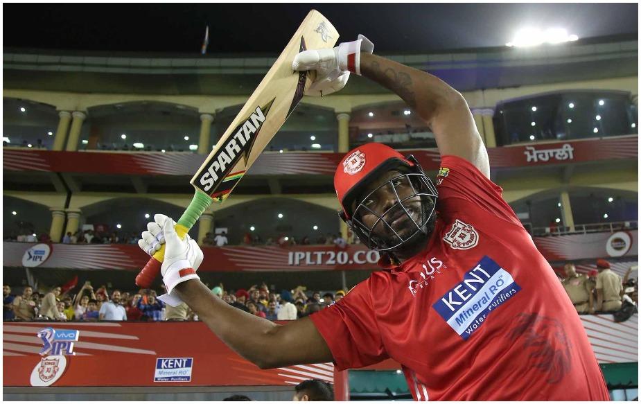 क्रिस गेल ने आईपीएल में अब तक 104 मैचों में 3885 रन बनाए हैं. इस दौरान उन्होंने नाबाद 175 रन की पारी समेत छह शतक और 286 छक्के लगाए हैं, जो कि आईपीएल का रिकॉर्ड है.