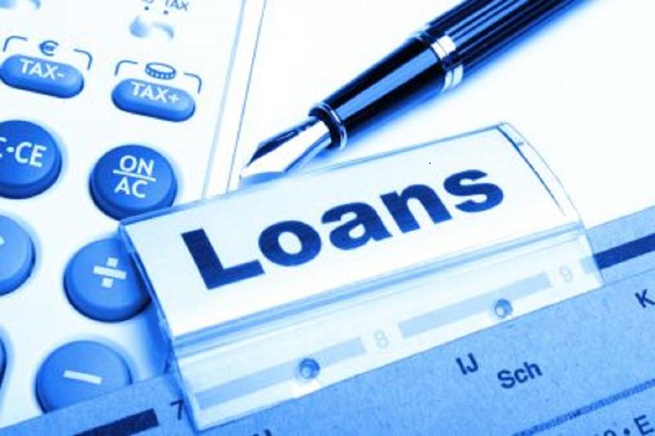 एक मकान खरीदने के लिए और एक जमीन लेने के लिए लिया गया लोन, आपको समान लग सकता है लेकिन ऐसा नहीं है. लैंड लोन और होम लोन में काफी समानताएं हैं लेकिन उनमें कुछ अंतर भी हैं.लैंड और होम दोनों तरह के लोन, बैंकों और नॉन-बैंकिंग फाइनेंशियल कंपनियों (NBFC) द्वारा 21 साल से ज्यादा उम्र के सभी भारतीय निवासियों को दिया जाता है. कुछ बैंक, गैर निवासी भारतीयों (NRI) को भी लैंड लोन देते हैं, यदि उस जमीन को एक मकान बनाने के लिए खरीदा जा रहा हो.