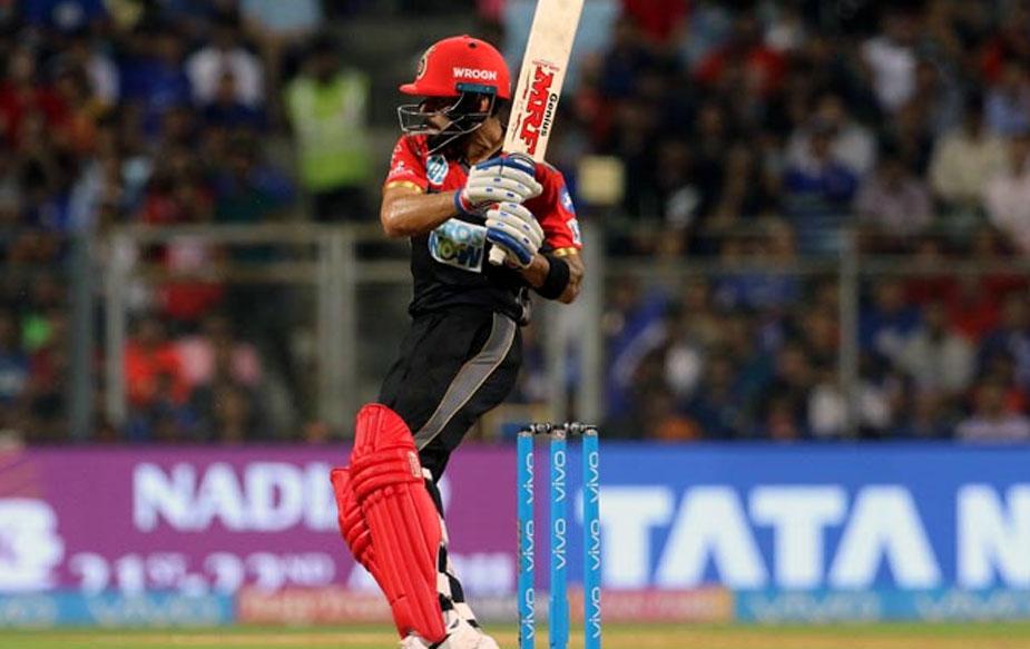 इसी सीज़न की बात करें तो विराट ने 4 मैचों में 201 रन बनाए हैं. 92 नॉट आउट उनका सर्वश्रेष्ठ स्कोर रहा. इस दौरान, उन्होंने 19 चौके और 7 छक्के लगाए.