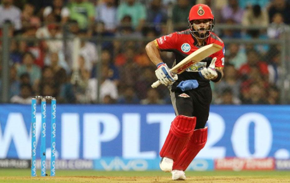 मुंबई के खिलाफ मैच में विराट को दो कामयाबियां मिलीं. वो आईपीएल इतिहास के सबसे ज़्यादा रन बनाने वाले बैट्समैन बने और संजू सैमसन को पीछे छोड़कर इस सीज़न में भी टॉप स्कोरर हो गए.
