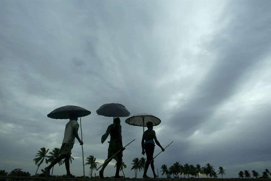 स्माईमेट के अनुसार, सेंट्रल इंडिया के मुंबई, पुणे, नागपुर, नासिक, इंदौर, जबलपुर, रायपुर और आस-पास के इलाकों में भारी बारिश की उम्मीद है. सेंट्रल इंडिया के अहमदाबाद, वडोदरा, राजकोट और सूरत जैसे शहरों में सामान्य बारिश की उम्मीद है. शुरू के महीनों में साउथ इंडिया के चेन्नई, बेंगलुरु, तिरुवनंतपुरम, कोन्नूर, कोझिकोड, मंगलुरु, हैदराबाद, कर्नाटक के कोस्टल इलाकों, विजयवाड़ा, विशाखापत्तनम में इस बार मानसून सामान्य या सामान्य से कुछ कम रह सकता है.